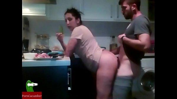 Девушка мастурбирует и кончает белым