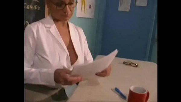 Порно флеш игра игра трахнул подружку прямо в кафе