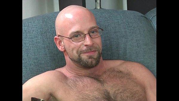 Str8 Dude Kisses Bodybuilder Gets Fucked