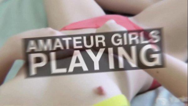 Смотрят порно и мастурбируют любительское видео