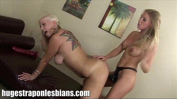 Жгучие лесбиянки со страпоном онлайн