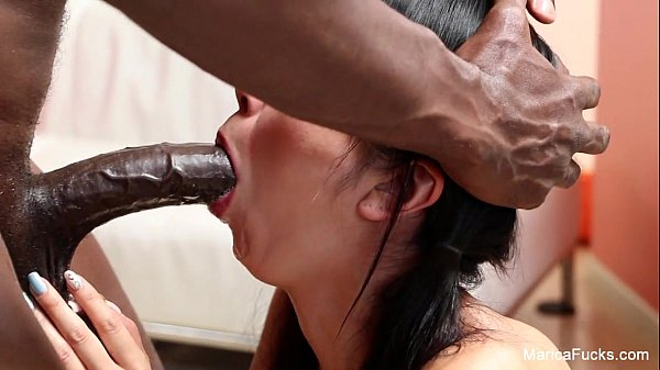 Молодая и сексуальная японка сосет ит трахается