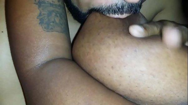 Мамаша показывает свою большую жопу сыну