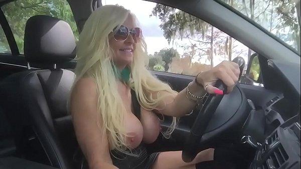 Смотреть порнуху как блондинке рвут целку