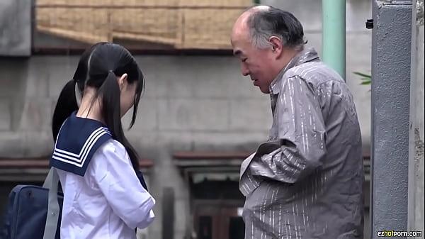 少女缺父愛女學生專找中年男子援助交