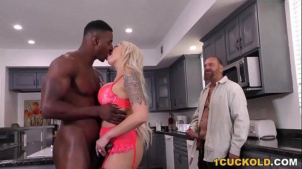 Порно дочку в жопу огромным хуем
