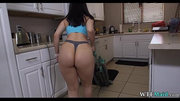 Порно видео 20-летняя уборщица