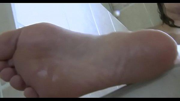 Дама толстая мастурбирует волосатую писю