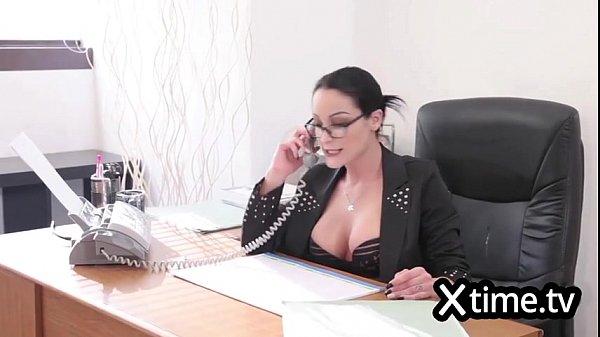 Бизнес леди на массаже секс видео
