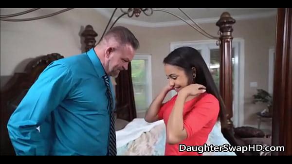 Порно видео смотреть онлайн папа еб т дочь