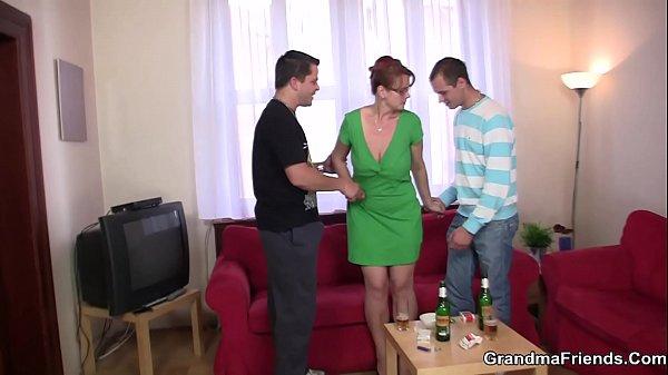 Анальное порево в туалете с симпатичной русской девушкой