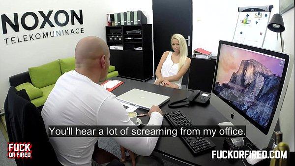 Блондинка трахается чтобы не уволили с работы