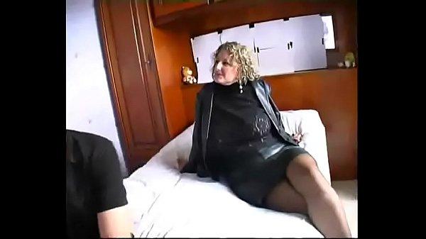 Зрелаые женщины с молодым видео