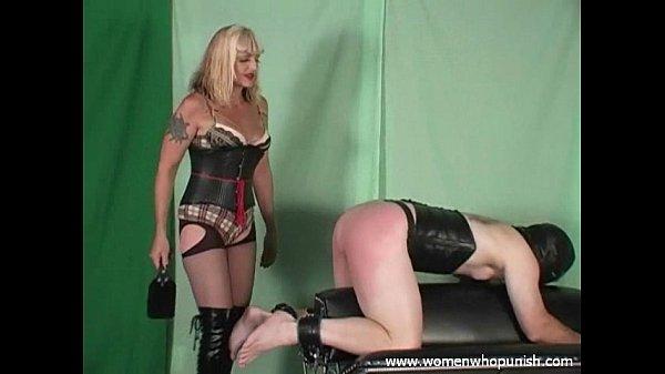 Зрелая блондинка госпажа и ее раб