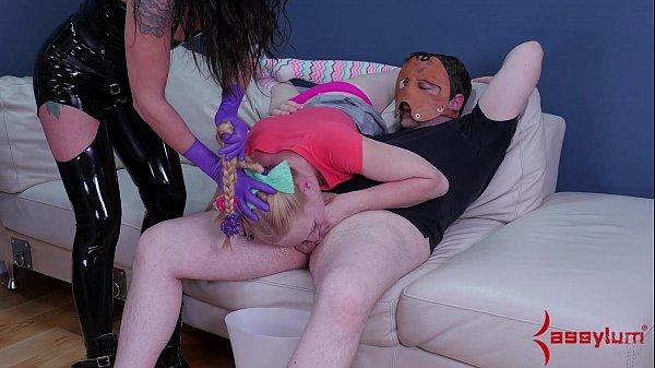 Порно фото в подъезде частное