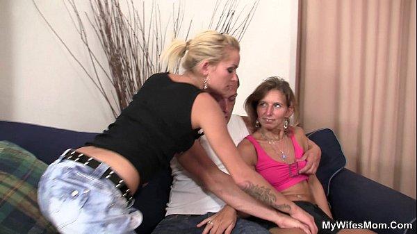 Порно мама раздвинула ножки для сына