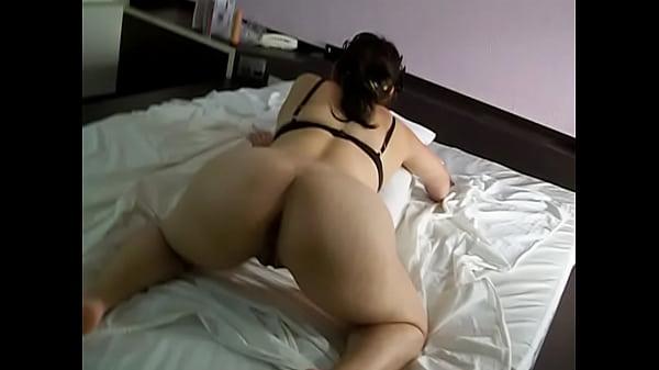 Raquel oferecendo o cu de quatro na cama  - www.raquelexibida.net