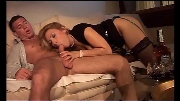 Порно с сиськастой блондинкой