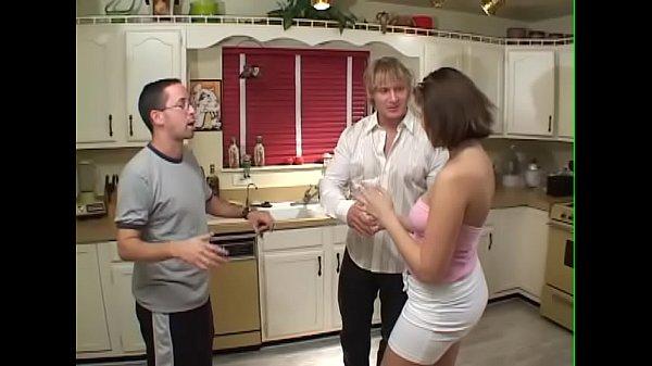 Жена сосёт мужу с проглотом видео