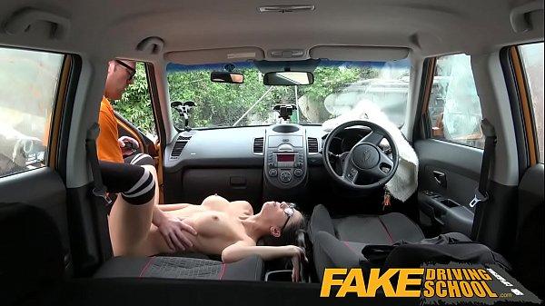 Трах с инструктором по вождению