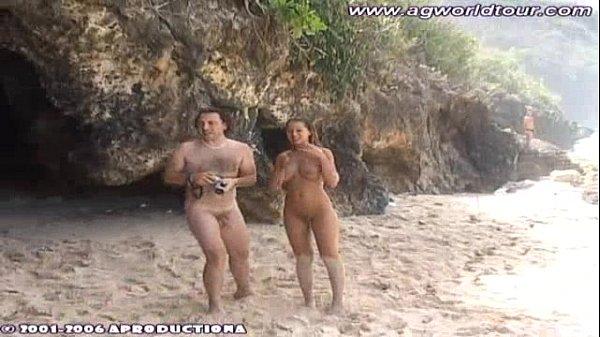 Женщины на пляже нудиском пляже