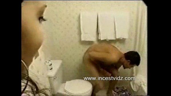 Русская девушка с большими сиськами в бане
