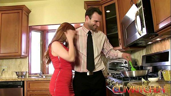 Секс кухню толстые видео