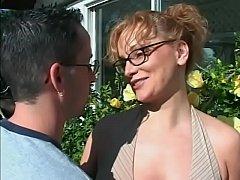 Die Frau vom Nachbarn im Garten gefickt - geil - schlucken