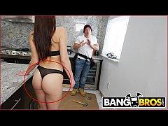 BANGBROS - Big Booty MILF Aidra Fox Fucks The H...