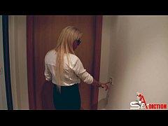 She is secretary (Anita Ribeiro)