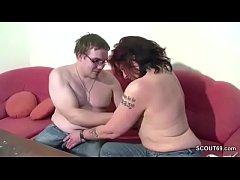 Mutti zeigt ihrem Jungfrau Stief-Sohn wie gefickt wird