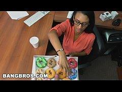 BANGBROS - How to sexually harass your secretary (Arianna Knight) properly
