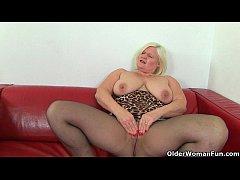 British milf Aunty Trisha soaks her nylons and ...