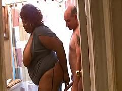 JuicyNikki seduces the plumber...