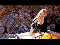 erstaunliche perfekte blonde Cop brutalen Arschficken am Strand