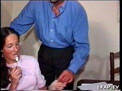 Brunette libertine se fait sodomiser par deux mecs
