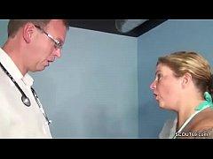 Wenn der Frauenarzt die Mutti fickt bei der Kon...