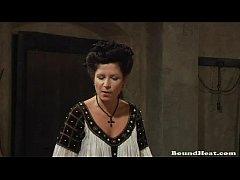 thumb countess enj oys in fresh lesbian slaves