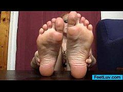 thumb redhead feet and legs show