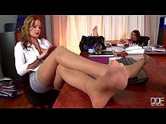 Sexy Teen Katy Caro Slides Big Cock Up Her Youn...