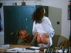 Sarah Young in Le porcone volanti 2 (Mario Bian...