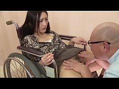 Geile sexy slimme patient wil dokter's lul nadat ze hem betrapt