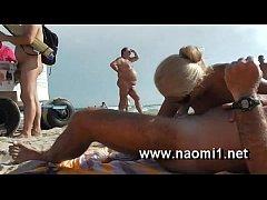 thumb naomi blowjo b on public beach