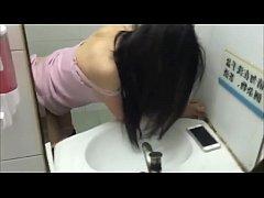 QiQi mannequin chinoise à mi-temps baise dans u...