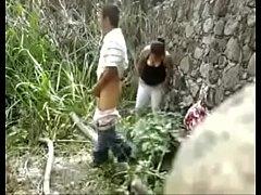 Cogiendo en el bosque