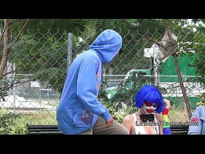 Payaso adolescente follando al aire libre pov