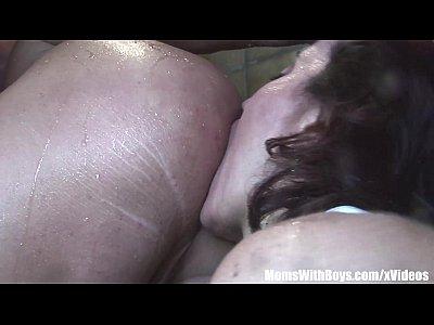 Jacuzzi follada deepthroated gaping anal follada mama