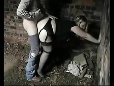 jeune femme blonde tres ronde en porte jarretelles : www.rencontres-rondes.fr