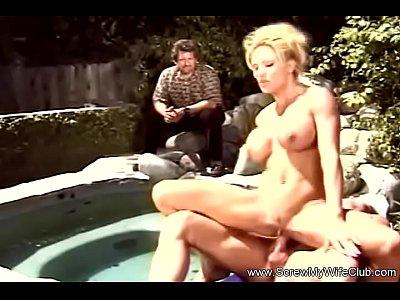 Swinger MILF Really Enjoys Sex