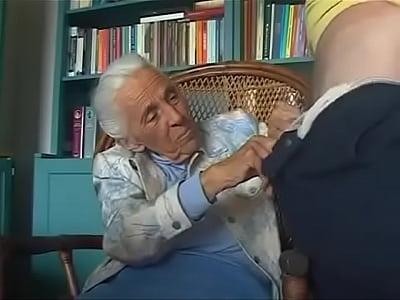 abuelita gastando la pension